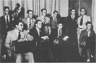 Raúl Kaplún(segundo, de pie, de izquierda  a derecha)