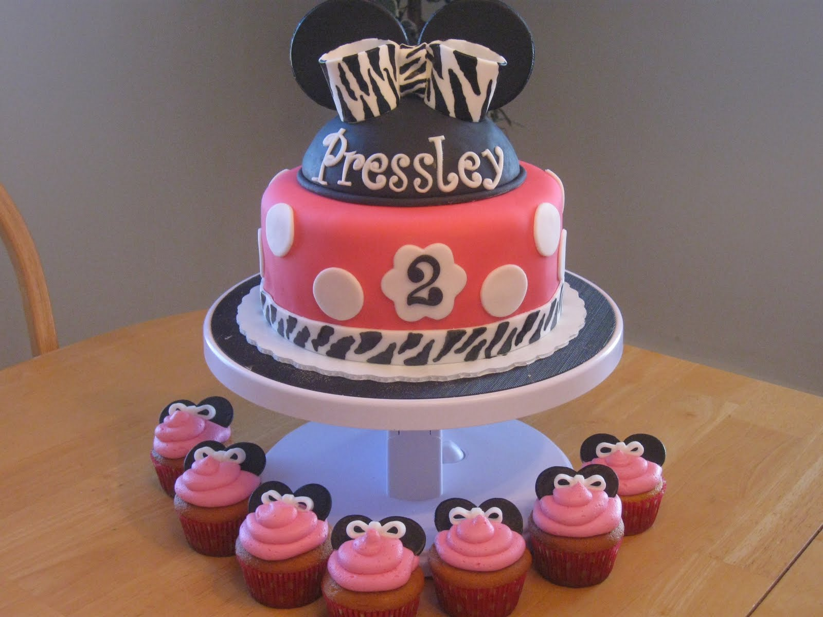 Awesome Cake with Cupcakes Around Itcake with Cupcakes Around It