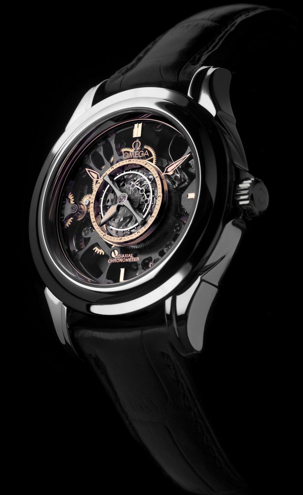 ba886b13560 ... pela precisão do relógio são montados numa carruagem rotativa. A Omega  identifica-se como a única marca a ter criado um turbilhão central  automático