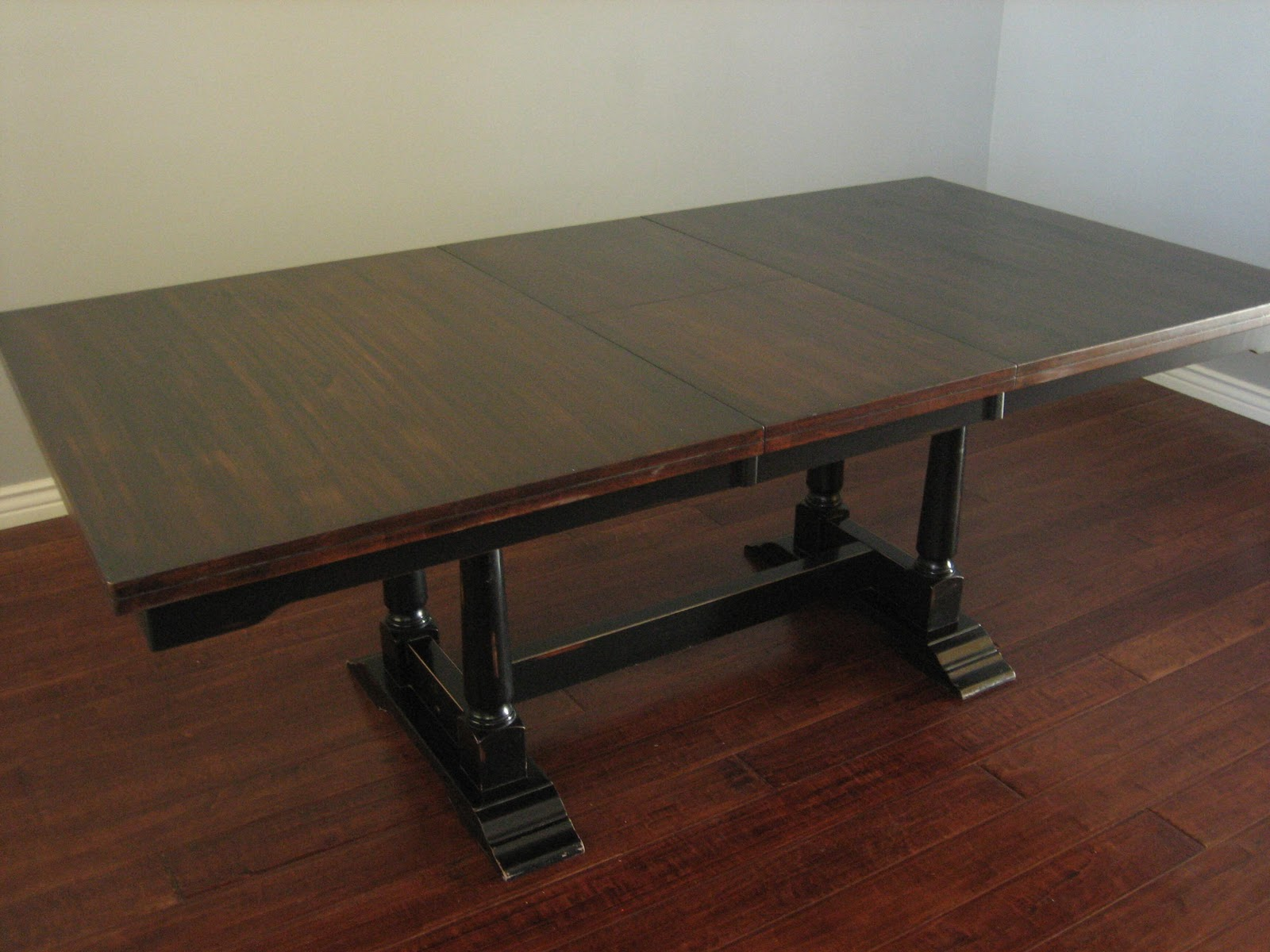 Circle Round Farmhouse Dining Table. Elegant Old Reclaimed ...