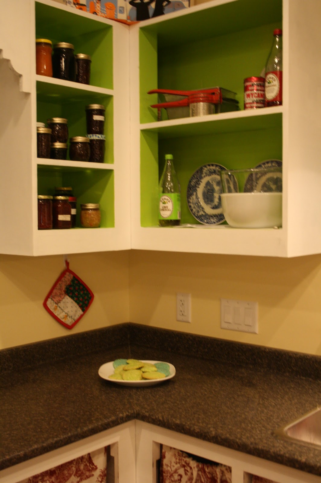 The Painted Belly: Homemade kitchen cabinets