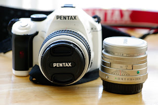 pentax fa 77mm f/1.8 limited, pentax k-x white, insane