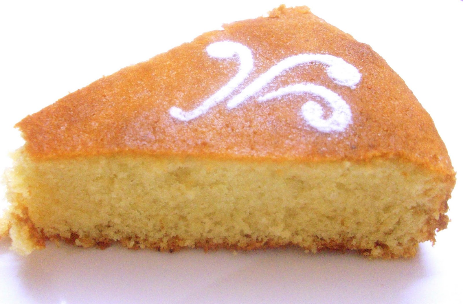 Sponge Cake With Vanilla Custard Sauce