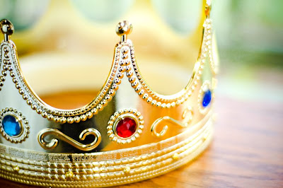 A crown for King Christopher by Michelle Amarante