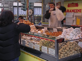 Street vendor in Milano - Arancini