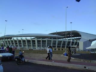 Bumbung stadium yang kelihatan tidak kemas, telah mencurigakan penulis blog ~S.e.v.e.n~