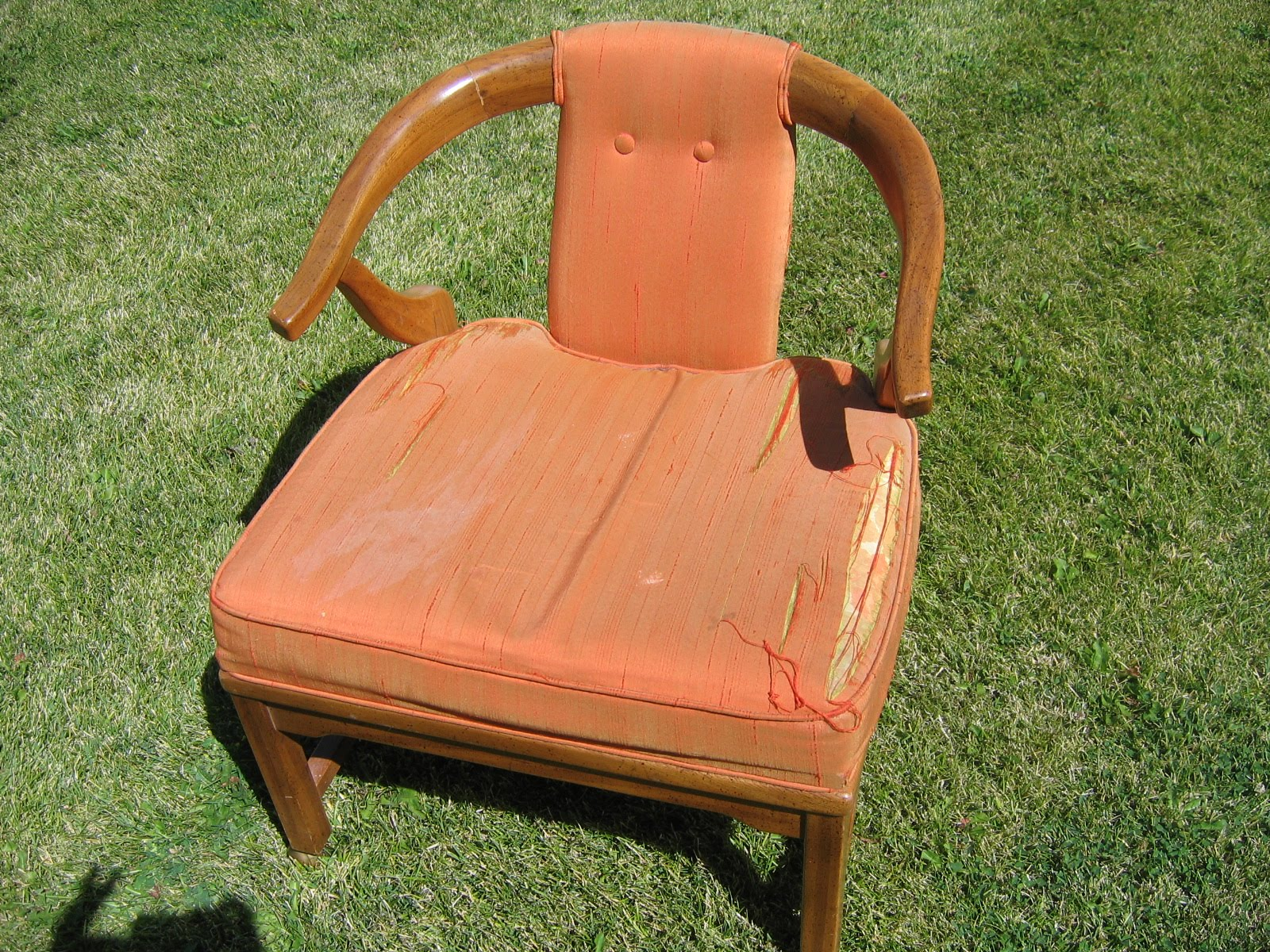 Camille's Casa: Hello, Ugly Chair