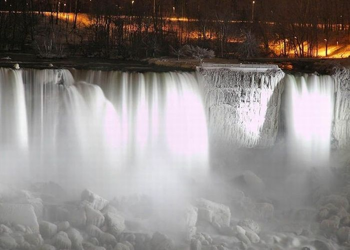 Niagra falls in winter: 29