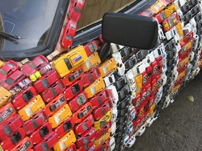 4500 toy cars to cover a Ford Capri: 04