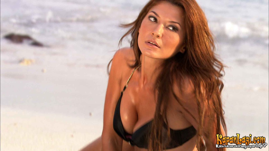 Tamara Bleszynski in air terjun pengantin