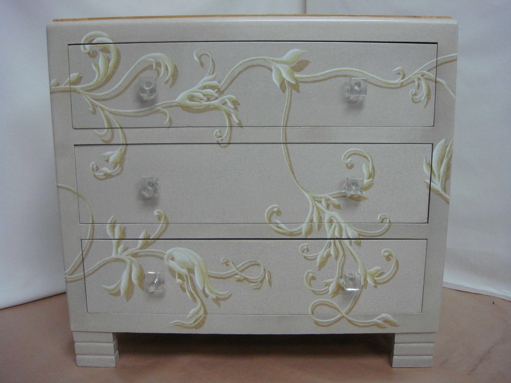 meubles peints magenta clermont ferrand commode avec feuillage. Black Bedroom Furniture Sets. Home Design Ideas