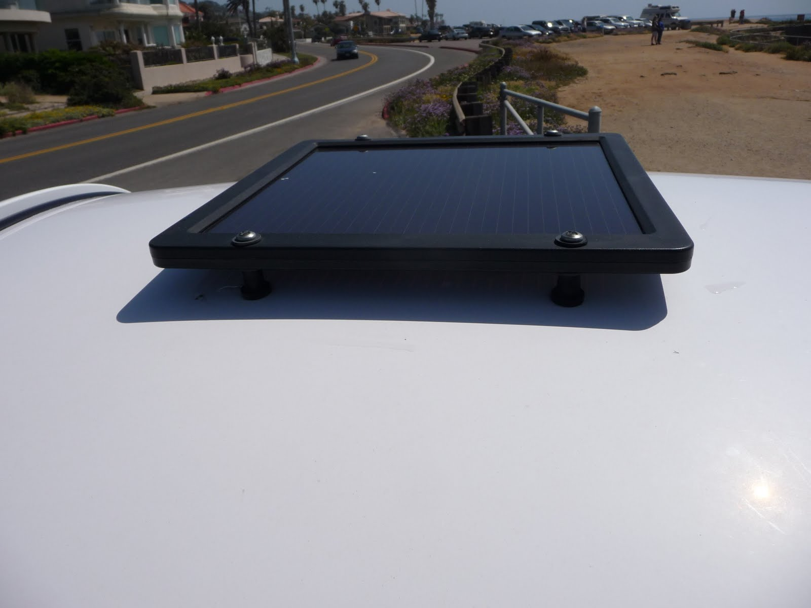 i added a solar panel to charge the stereo battery when the gem car wasn t being used and of course parked in the sun no point to this if you re parking  [ 1600 x 1200 Pixel ]