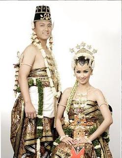 Foto foto Pakaian pengantin adat Indonesia