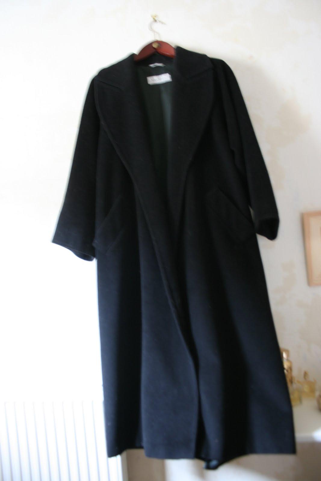 l 39 epoque manteau noir max mara laine cachemire. Black Bedroom Furniture Sets. Home Design Ideas