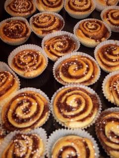 Desayuno del Domingo,para que no ayuneis que es maloooooooooo-http://4.bp.blogspot.com/_hbHUE8qxfNY/TNHWslYT39I/AAAAAAAAACk/l7zPwNimr_A/s320/bollos-canela.jpg