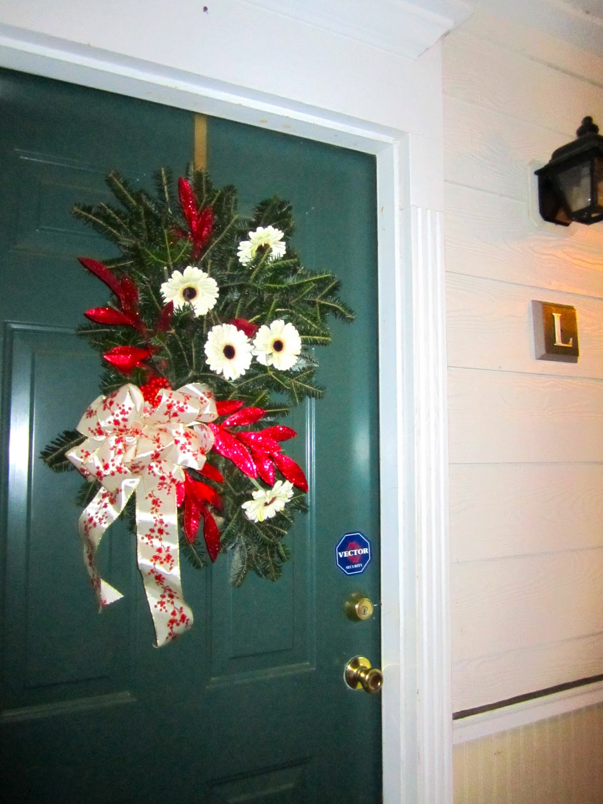 Riverland Woods Holiday Door Decorating Contest