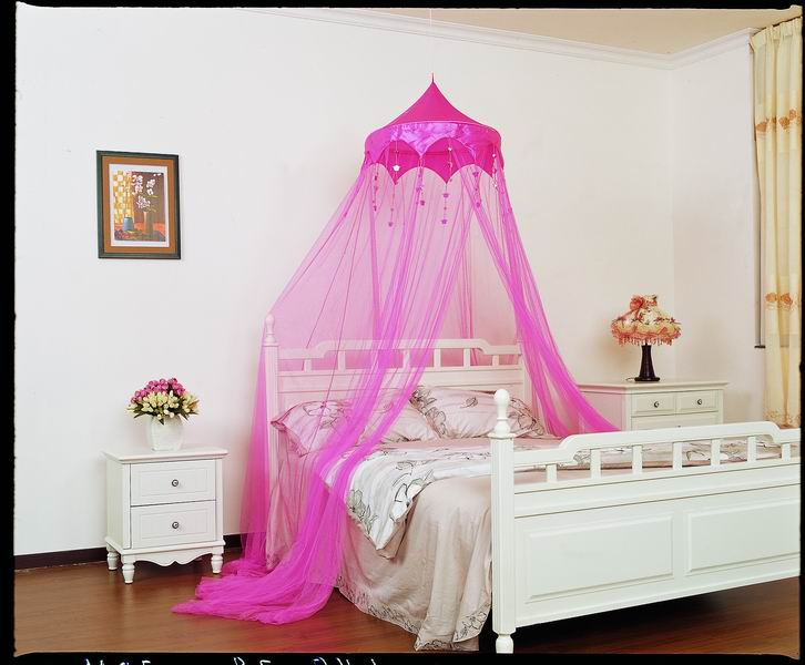 Hanging A Mosquito Net Over Your Bed For Effect Isn T Cool It S Moronic