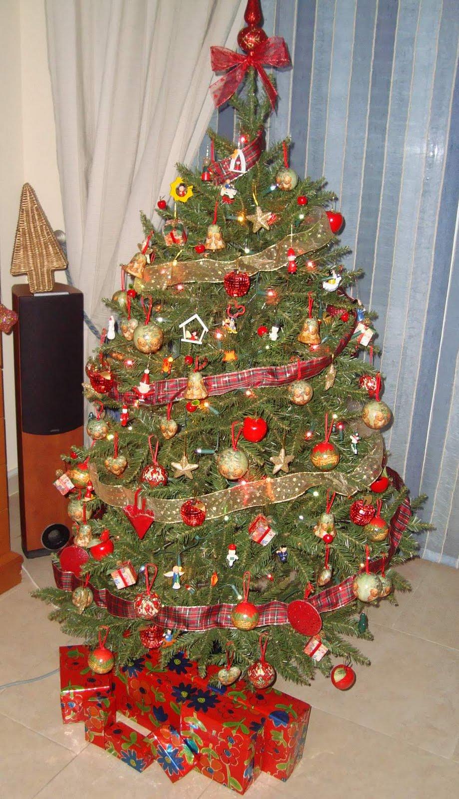 Como decorar un arbol de navidad moderno for Como decorar un arbol de navidad