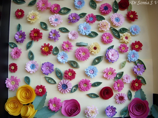 Cards crafts kids projects quilled flowers for Quilling craft ideas