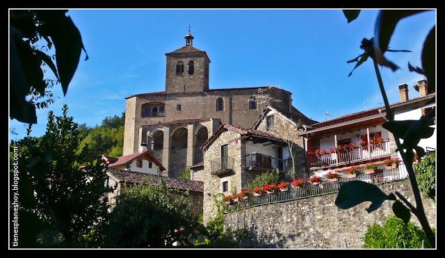 Navarra-Roncal-pueblo-iglesia