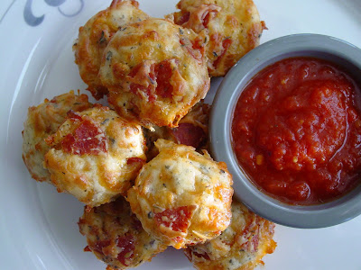 Pepperoni Pizza Puffs