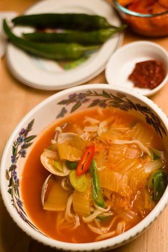 Apa Itu Kimchi? Ini 10 Manfaat Kimchi bagi Kesehatan