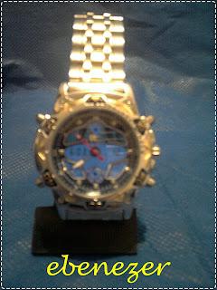 da8197f0b8d Relógio Tecnet Estrela. Pulseira mixta  prata com detalhes dourados em aço.