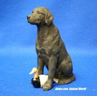 stone critters black lab figurine with decoy