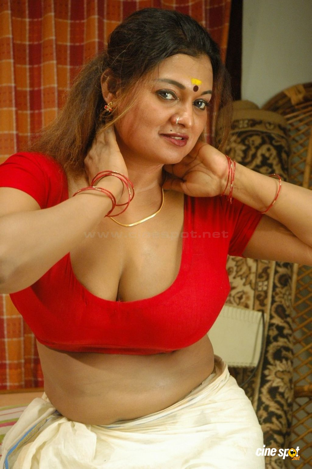South Indian Sex Bomb Actress Showing Sexy Big Boombs - Hd -7705
