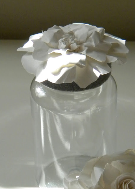 http://4.bp.blogspot.com/_iCVXh2P1BVo/TRzmPfsEdRI/AAAAAAAABNE/-5w4hbQUrnc/s1600/Paper+Flower+Jars+3.jpg