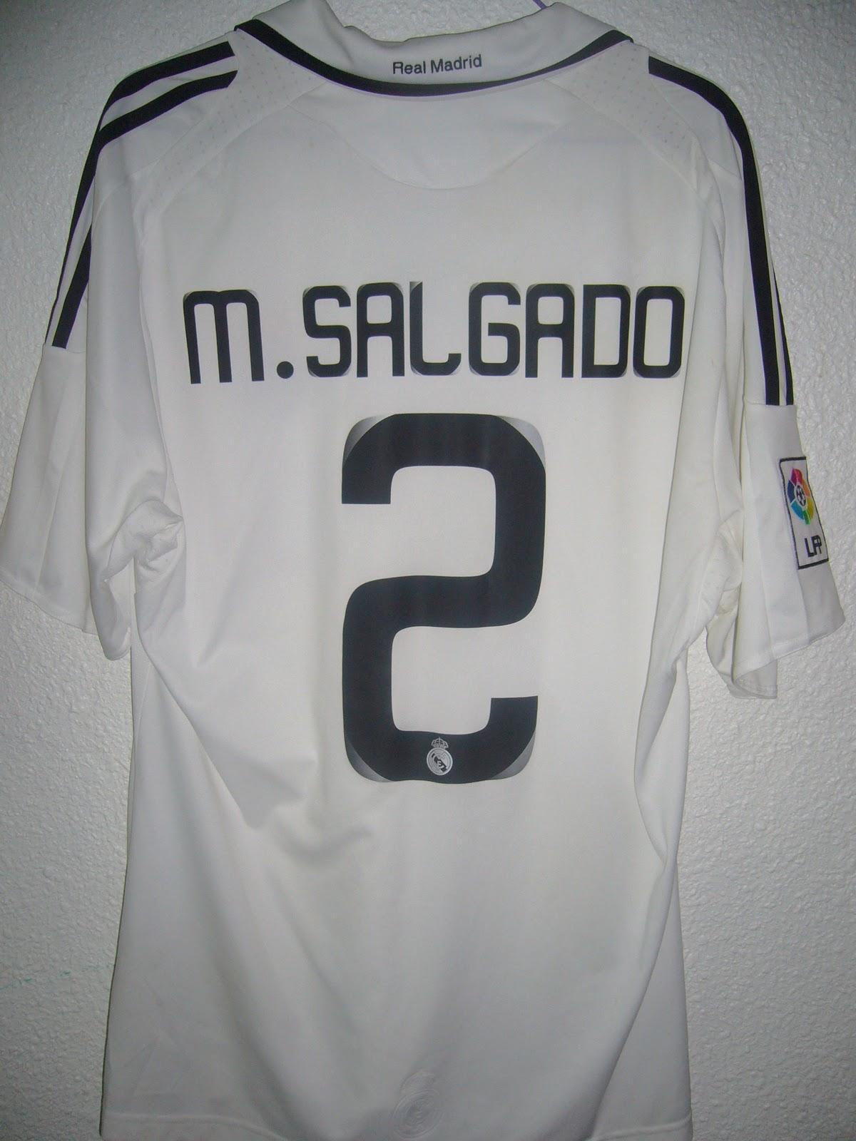 Equipo  Real Madrid C.F.. Temporada  2008-2009. Serigrafía  2 M.Salgado  Procedencia  Comprada en Granada en la tienda Futbol Center por un importe  de 65€. 13f907ff5446c