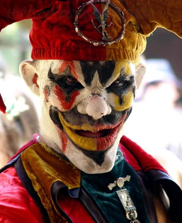 Very Scary Halloween Decorations: Funny: More Evil Clowns