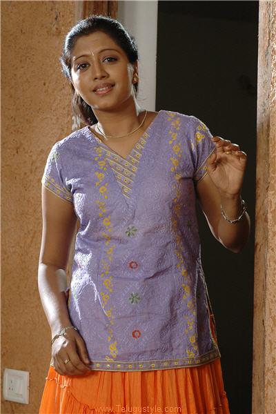 Indian Movie Actress: Gopika In Tamil Dress Half saree