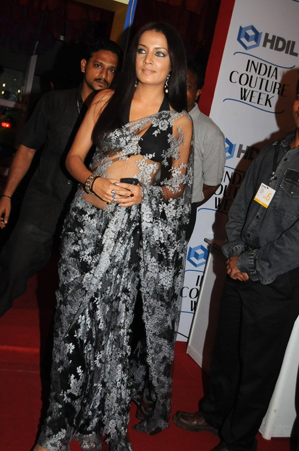 naked blondes sucks dick