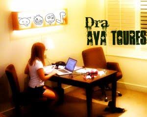 Dr Ava Toures en su consulta