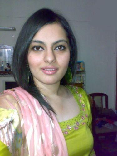Urdu Babes: Hot Pakistani bhabi pictures
