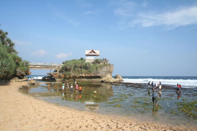 Pantai+Kukup Peta Wisata (Pantai) di Gunungkidul, Yogyakarta