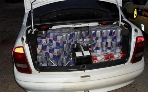 0d06fb7d385 A Polícia Rodoviária Estadual apreendeu 360 frascos de energéticos e 18  garrafas de whisky importado trazidos ilegalmente ao Brasil em Iporã  (Noroeste do ...