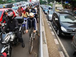 "Ketika jalanan di Jakarta ""smell like a hell.."""