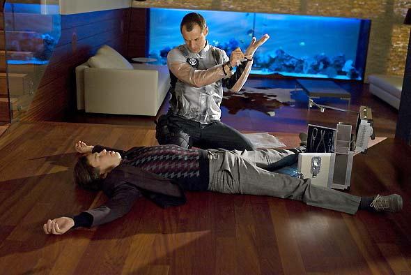 Un fotograma de Repomen en que Jude Law ha conseguido dejar grogui a su