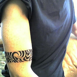 tatouage bracelet tribal. Black Bedroom Furniture Sets. Home Design Ideas