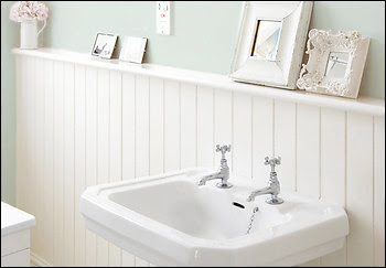 Small Bathroom With Beadboard