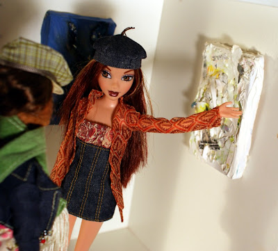 My Scene Chelsea doll with mini paintings