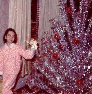 christmas comeback kid the aluminum christmas tree go retro - Aluminum Christmas Tree Ebay