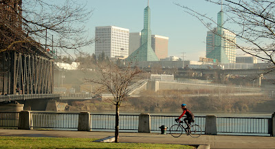 Image of bicyclist in Portland, Oregon