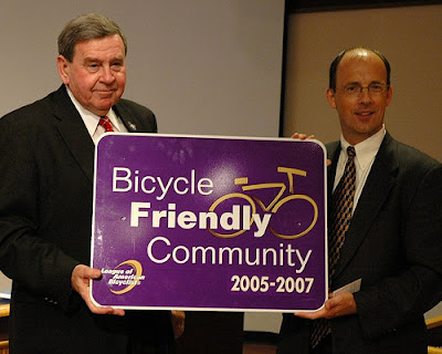 Image of Andy Clarke of the League of American Bicyclists presenting Bicycle Friendly Award to Vancouver, Washington