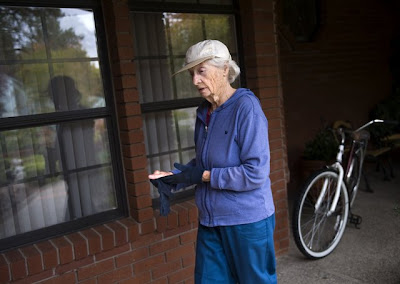 Image of 93-year-old bicyclist Lucia McClain