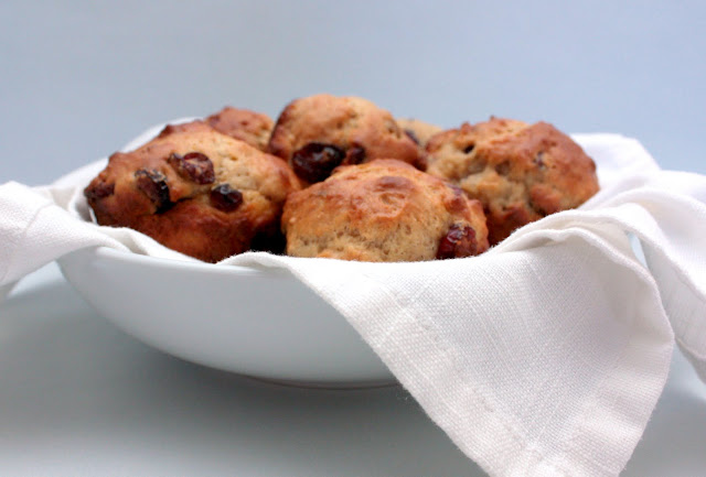 sour cream muffins with cranberries nad walnuts