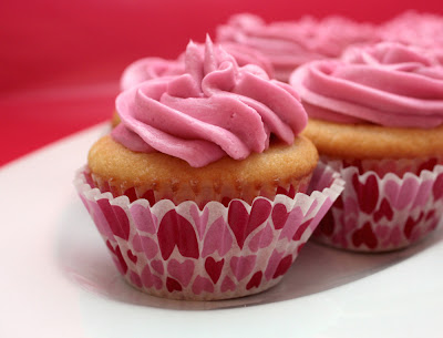 white cupcakes raspberry buttercream