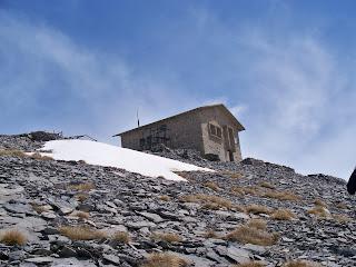 Το δεύτερο καταφύγιο έκτακτης ανάγκης στο ΚΕΟΑΧ λίγο πριν την κορυφή του Αγίου Αντωνίου στα 2816μ υψόμετρο!